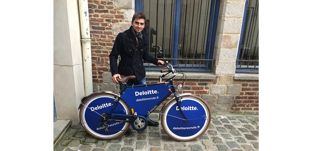 Deloitte s'offre une visibilité au sein de campus prestigieux.