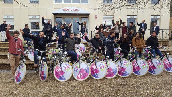 Les étudiants lors de la remise des vélos