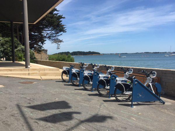 Statoion vélos au port d'Arradon