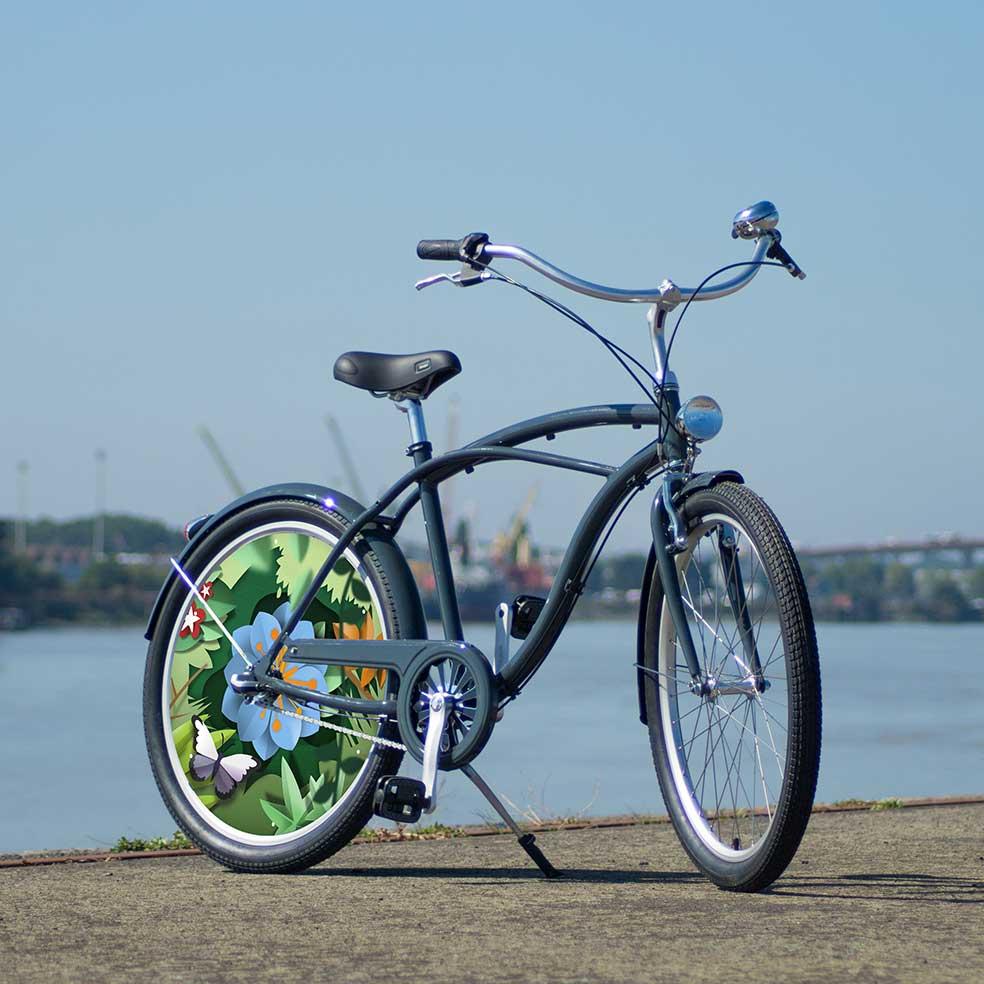 La collection Canopée de ce vélo Beach Cruiser est du plus bel effet. Un vélo de ville original avec une roue arrière pleine avec enjoliveur