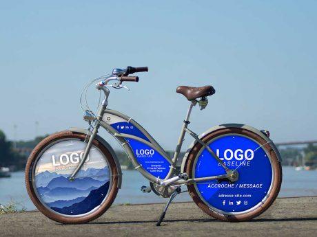 Vélo Cruiser femme Mixte, habillage XXL. Des roues pleines et un cadre aux couleurs et logos de votre entreprise. Pour une communication efficace avec ses deux roues lenticulaires