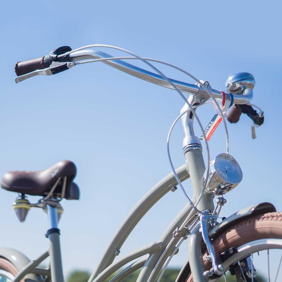 Le guidon de ce vélo de ville Cruiser Coaster. Original, la conduite sera simple et agréable pour vous déplacer en toute simplicité