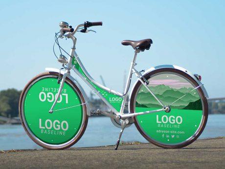 Vélo Publicitaire Coffee Mixte Ecovelo habillage XXL. Un habillage complet pour ce vélo de ville avec des roues lenticulaires adaptées