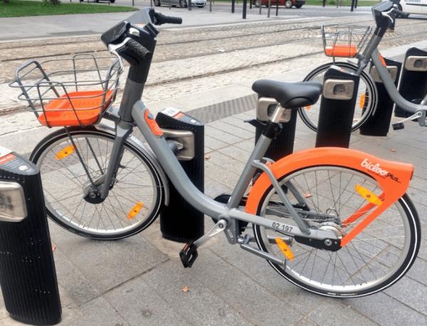Vélo Bicloo à Nantes borne