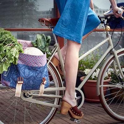 La sacoche vélo double 35L Basil pour ranger courses ou affaires lorsque vous prenez votre vélo