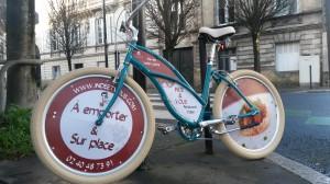 Le vélo Stop trottoir du restaurant nantais Inde & Vous